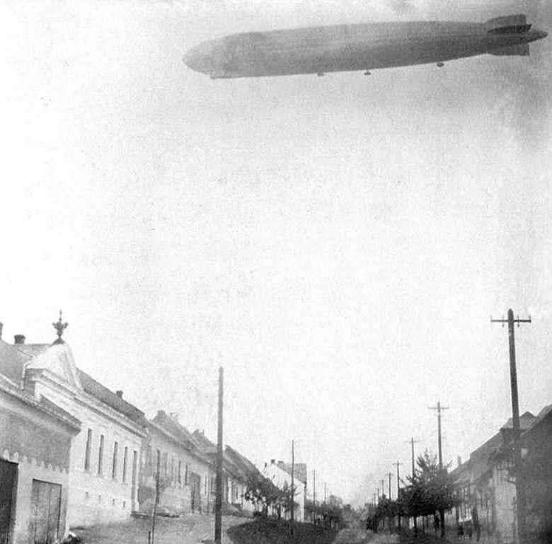 24.6.1930 nad Lipníkem nad Bečvou vzducholoď LZ 127 Graf Zeppelin D-LZ127 . 9352eca18d5
